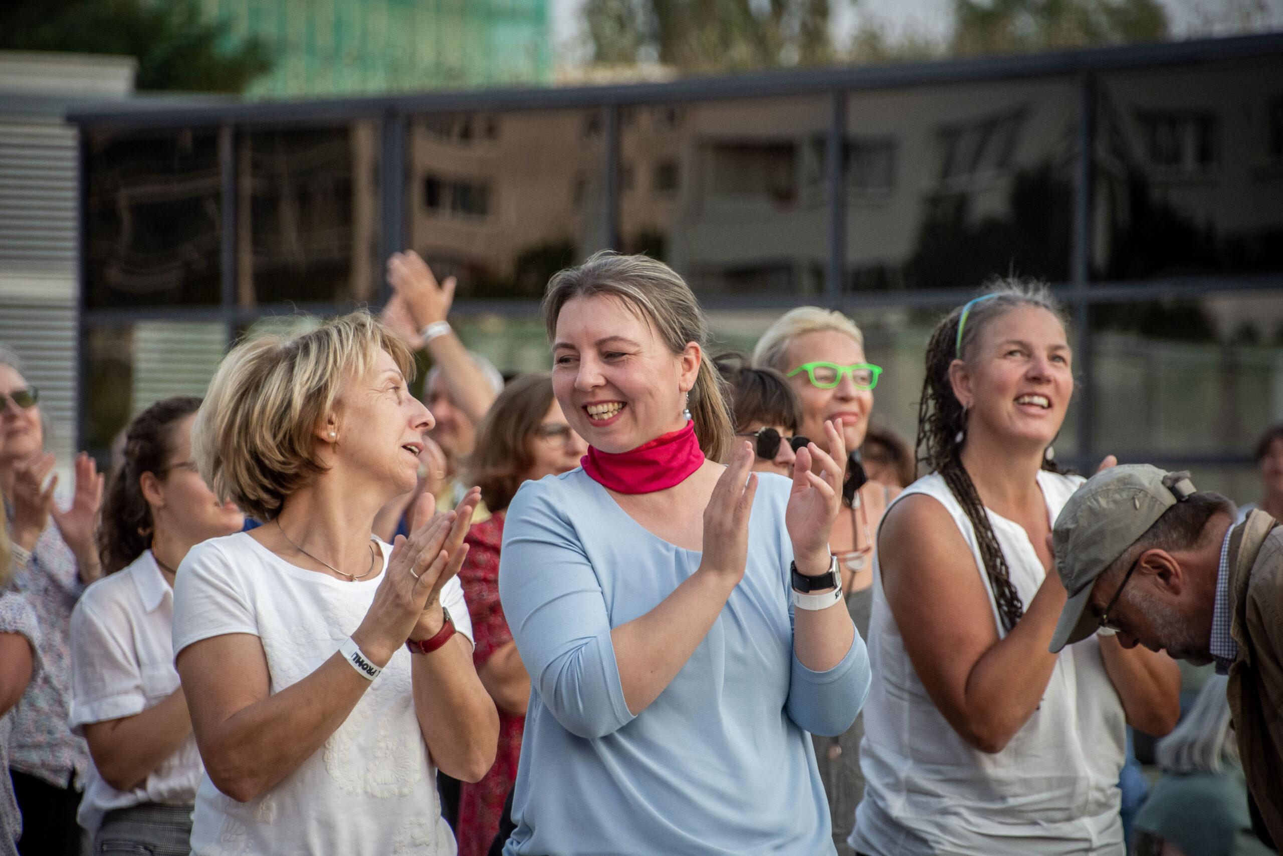 Himmel über Prohlis - Eventfotografie: Zuschauer applaudieren
