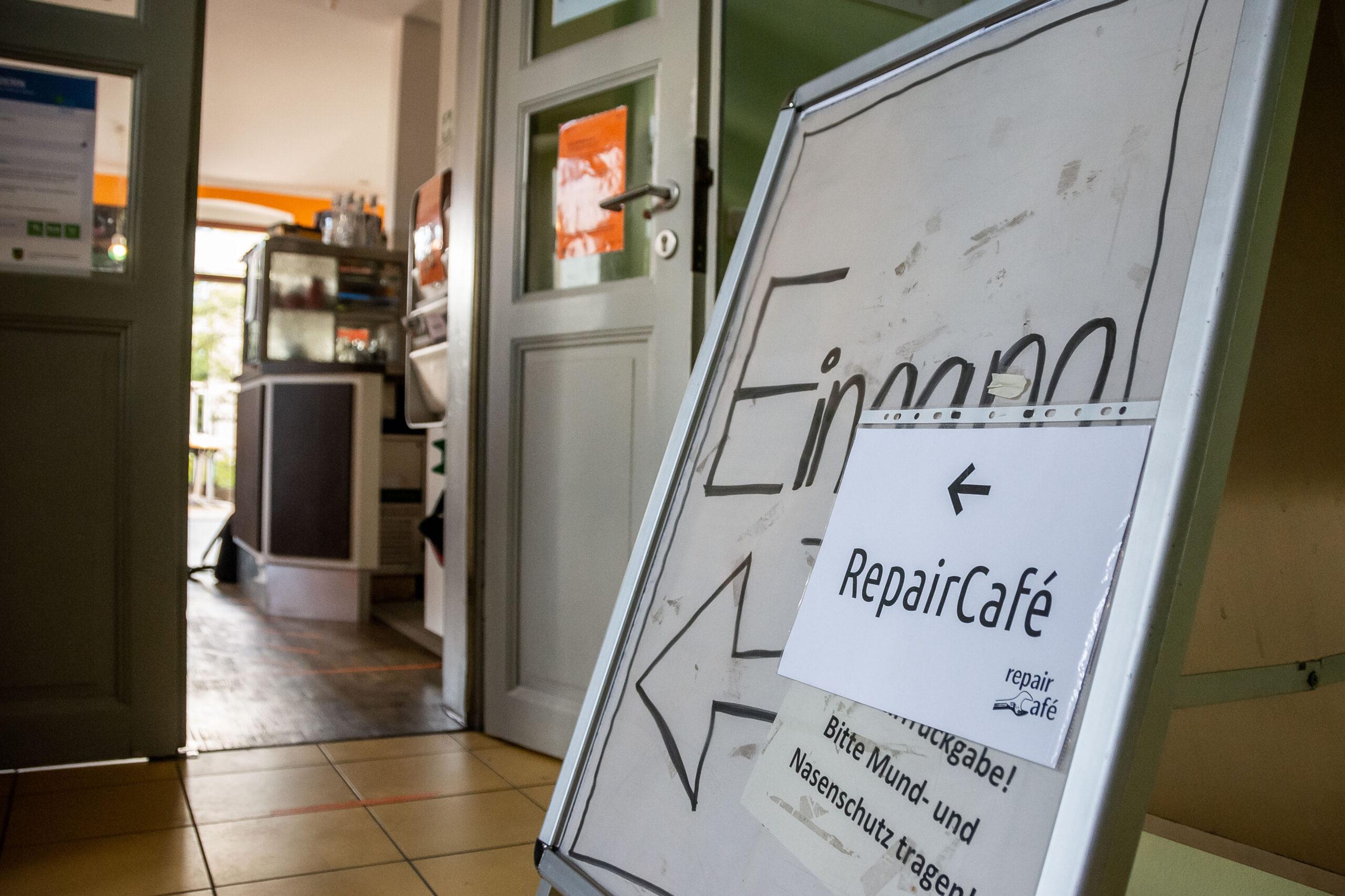 Reportagefotografie - Werbeagentur Haas: Eingang RepairCafe Dresden